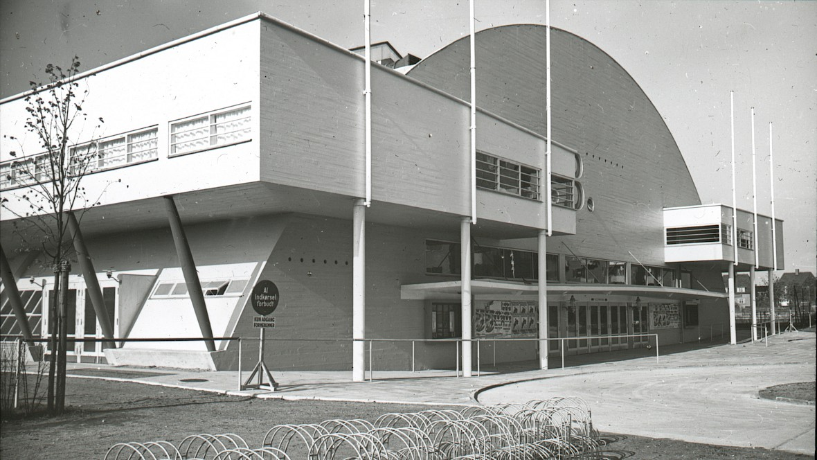 The old K.B. Hallen was drawn by architect Hans Hansen, built in 1937-38 and inaugurated by King Christian X in 1938. Photo: Frederiksberg Stadsarkiv